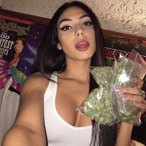 @cloud_9_baby-stoner-girl-dank-diva-ganja-girl-weed-hit-it