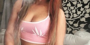 @elizabuds-stoner-girl-dank-diva-ganja-girl-weed-hit-it