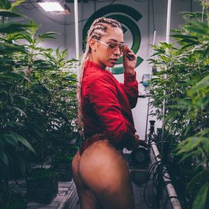 @_karendenise_, stoner girl, wake and bake, weed porn, marijuana models, marijuana babes, ganja girls, girls who smoke