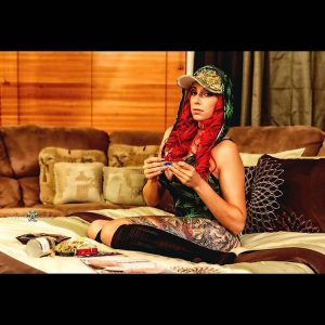 @lurren_lures_official-stoner-girl-dank-diva-ganja-girl-weed-hit-it
