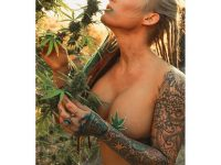 @mandalovexrated-stoner-girl-dank-diva-ganja-girl-weed-hit-it
