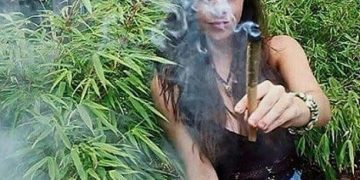 #weedhitit . . #ganja_girls_47 #marijuana #ganjagirl #cannabis #bong #stoned #smoke #ganja #blunt #kush #smokeweed…